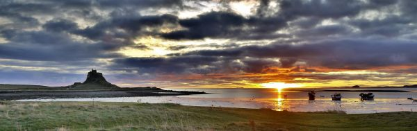 vn-medium-Lindisfarne-Castle-sunrise