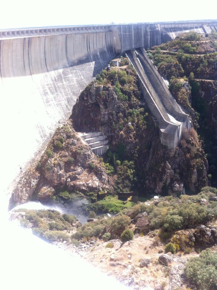 Almendra hydro-electric dam