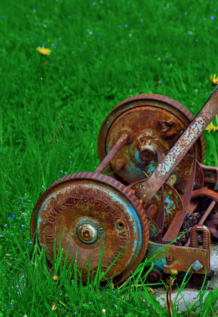 rusty-lawnmower-351354_1920